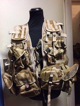 Tactical modulair molle OPS vest desert camouflage met 10 pouches uit het leger maat XL