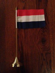 Vlaggetje Nederland met standaard voor op het bureau