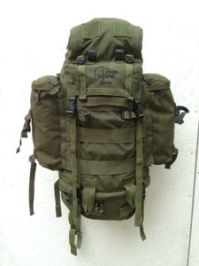 6fb44e15d96 ZELDZAAM Lowe Alpine Saracen 120 liter rugzak defensie / leger olijf groen  gebruikt