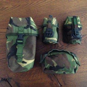 Pouches / opbergtasjes 4 stuks origineel uit het leger